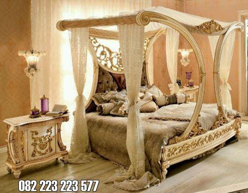Tempat Tidur Klasik Mewah Desain Berkelambu