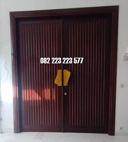 Kusen Pintu Kupu Tarung Motif Garis-Garis Tali Air